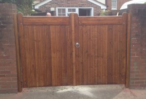 Wooden gate Installation – simple, attractive secure
