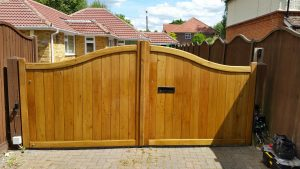 Wooden Gate Installation – Swan Neck driveway gates fitting in Outer London