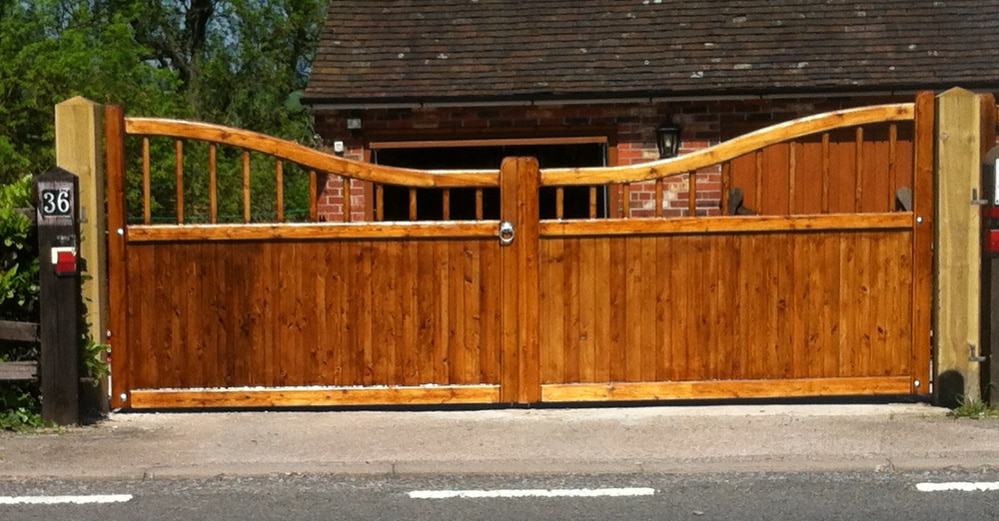 Reverse Swan Neck Spindle Double Wooden Driveway Gates