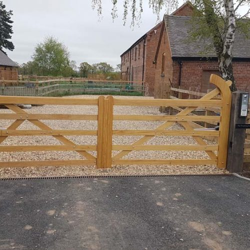 Driveway gates, Wooden Gates, Electric Gates, Entrance Gates, Hardwood gates, Bespoke Gates, 5 bar field gates