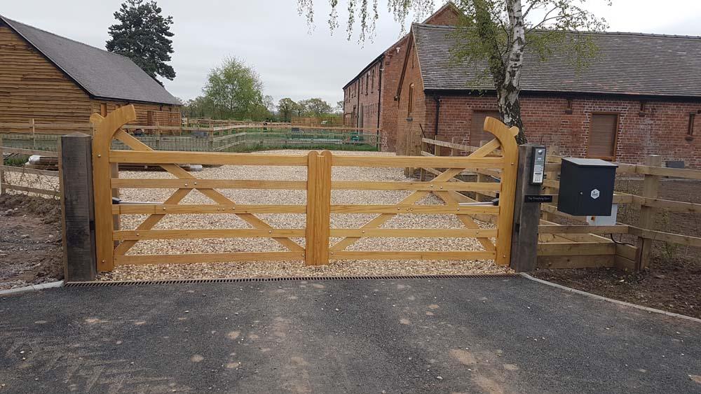 Driveway gates, Wooden Gates, Electric Gates, Entrance Gates, Hardwood gates, Bespoke Gates, 5 bar field gates