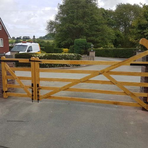 Driveway gates, Wooden Gates, Electric Gates, Entrance Gates, Hardwood gates, Bespoke Gates, Field gates, 5 bar gates