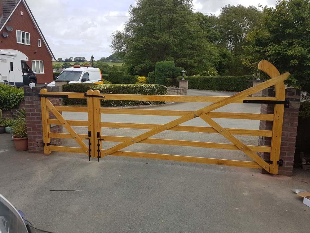Driveway gates, Wooden Gates, Electric Gates, Entrance Gates, Hardwood gates, Bespoke Gates, Field gates, 5 bar gates