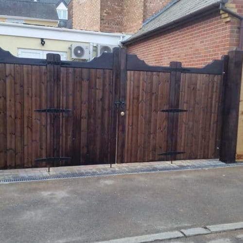 Driveway gates, Wooden Gates, Electric Gates, Entrance Gates, Hardwood gates, Bespoke Gates, Bifolding gates