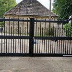 Drop Top Spindled Wooden Driveway Gates