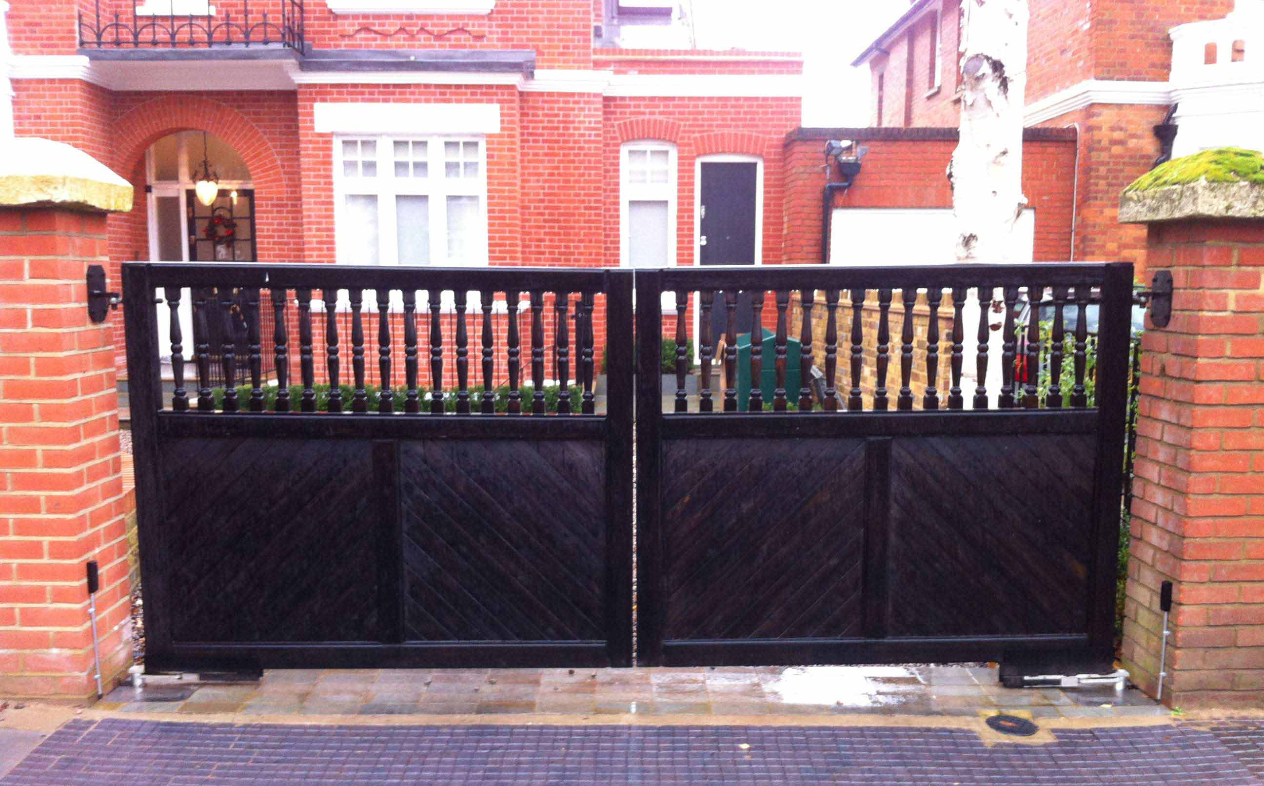 Flat top baluster Spindle Top Wooden Driveway Gates