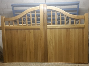 Swan Neck Spindle Wooden Driveway Gates