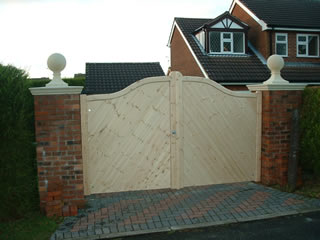 Driveway gates, Wooden Gates, Electric Gates, Entrance Gates, Hardwood gates, Bespoke Gates, Swan neck gates