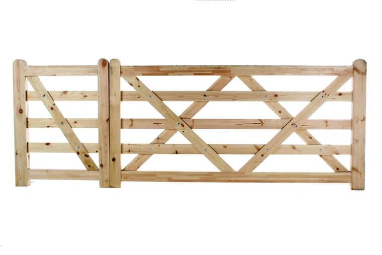 Flat Top 5 Bar Wooden Gates with Pedestrian Gate